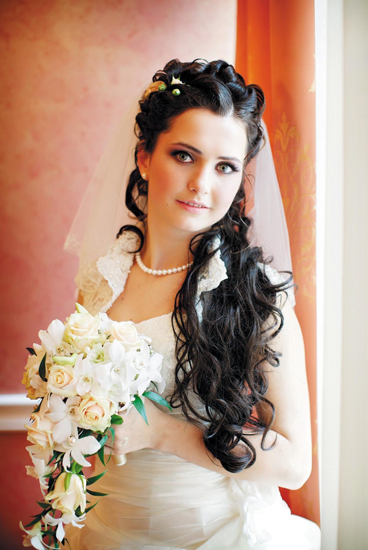 свадебные прически с длинными волосами и фатой фото
